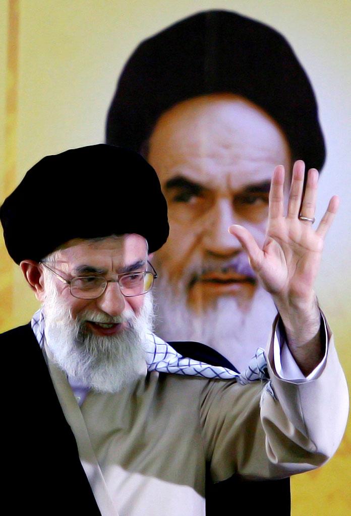 تصویر امام خمینی و مقام معظم رهبری